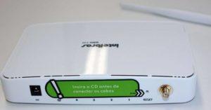 Imagem mostra a parte traseira do roteador Intelbrás de acesso pelo IP 10.0.0.1 e não 10.0.0.0.1