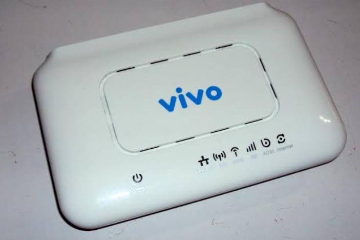 Imagem mostra um roteador branco com o nome vivo no centro - 192.168.15.1/padrao