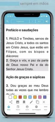 imagem da leitura na biblia sagrada no celular